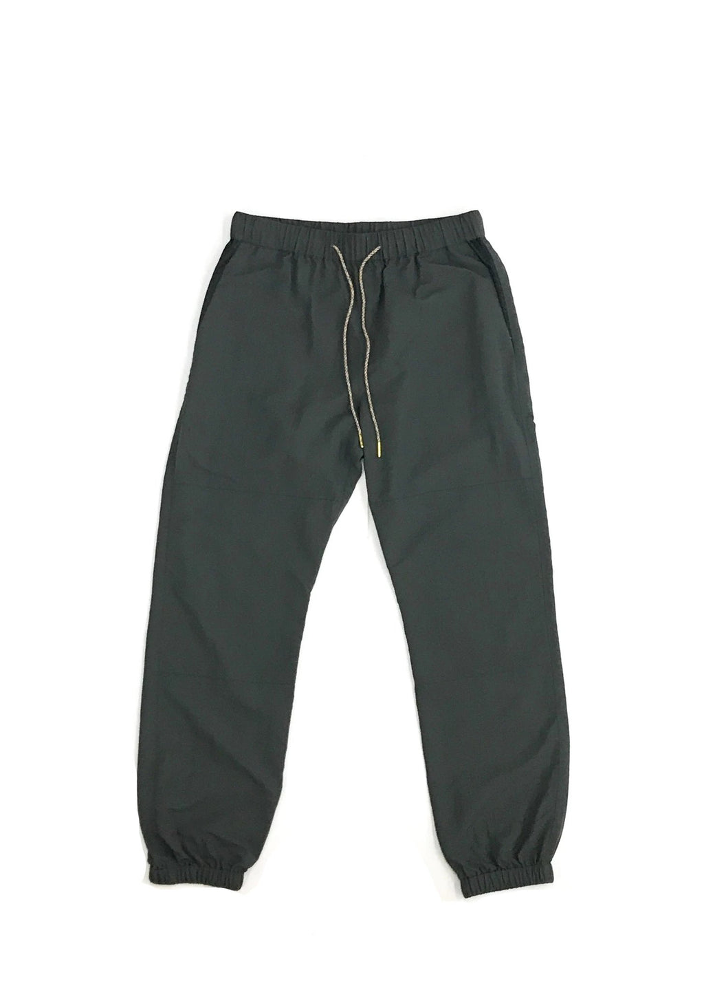 GREI new york (グレイ) / TRACK PANTS 4-PLY DWR FINISH CHARCOAL。正面画像。