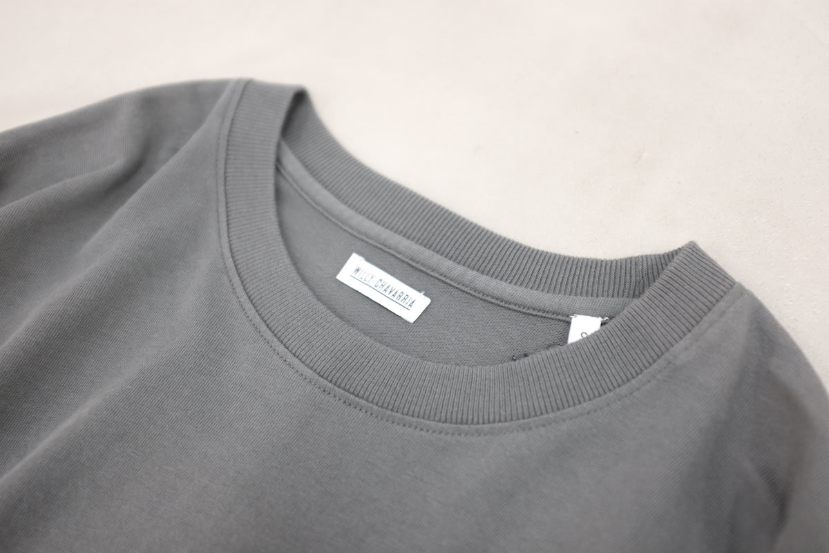 WILLY CHAVARRIA (ウィリーチャバリア) / SS MACHO BUFFLAO TEE CHARCOAL 【WILLY CHAVARRIA】定番であり、間違いないBUFFALO TEE。Peruvian Tanguis cotton jerseyを使用。ネック画像。