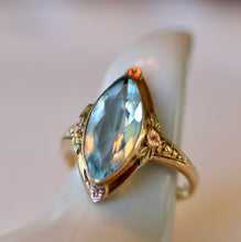 Load image into Gallery viewer, Aquamarine Gold Ring