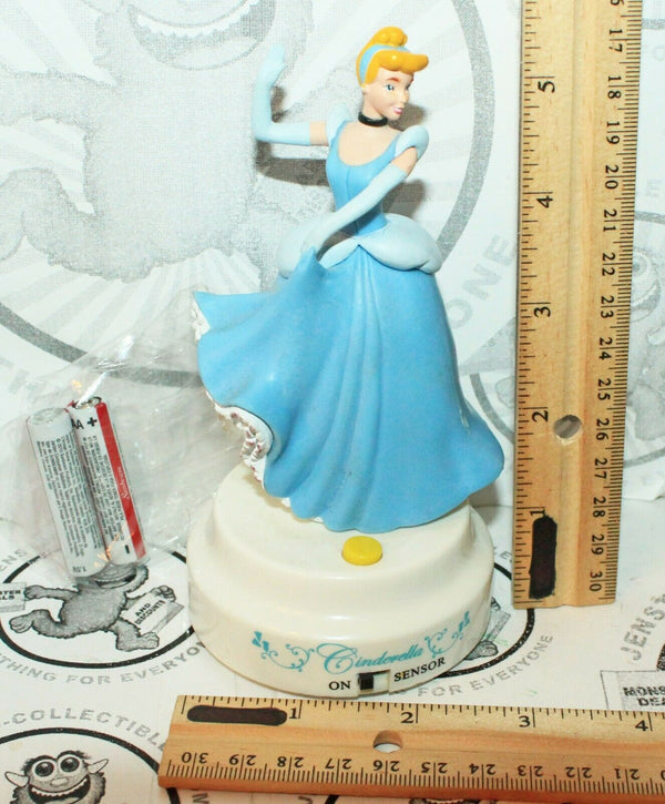 DISNEY CINDERELLA DASHBOARD DRIVER - MOTION SENSOR TOY FIGURE 2010 - EZ Monster Deals
