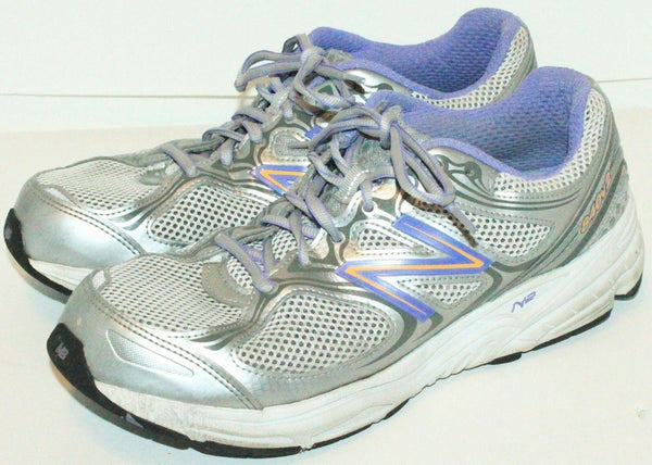 11 B - NEW BALANCE WOMEN W840V2 RUNNING WALKING WHITE/GREY SHOES USED OR MEN 9.5