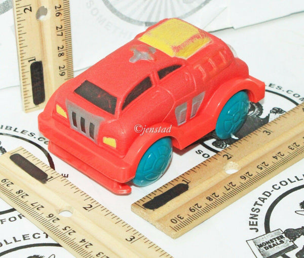 PLANET TOYS BRAND - BATTERY OPERATED ROLLING PLASTIC VINYL TOY CAR VEHICLE 2008