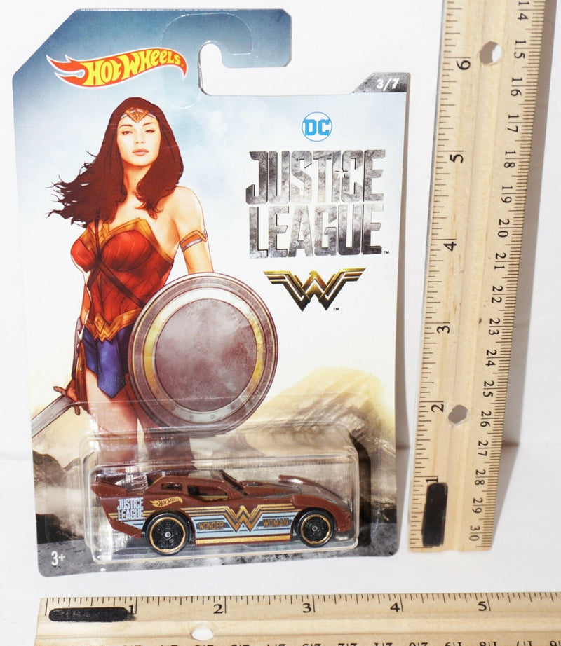 "WONDER WOMAN MAXIMUM LEEWAY - HOT WHEELS DC COMICS TOY 2.75"" VEHICLE"
