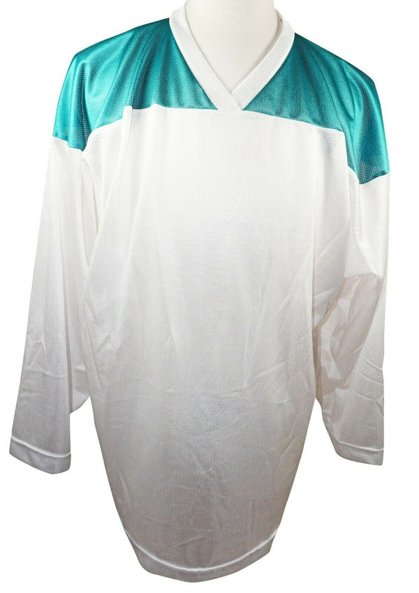 XTREME BASICS SR M HOCKEY WHITE GREEN JERSEY - ADULT MEDIUM ICE OR ROLLER USED - EZ Monster Deals