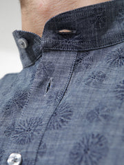 nehru-collar shirt in chambray with an indigo pattern