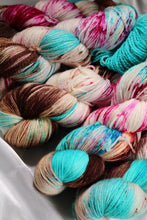 Load image into Gallery viewer, Zen Yarn Garden Dyepot Dabbler - Kelly's Creations C - Grandpa's Ugly Blanket