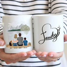 Laden Sie das Bild in den Galerie-Viewer, Happy Family mit Hund - Personalisierte Familien Tasse (1 Kind & 1 Hund)