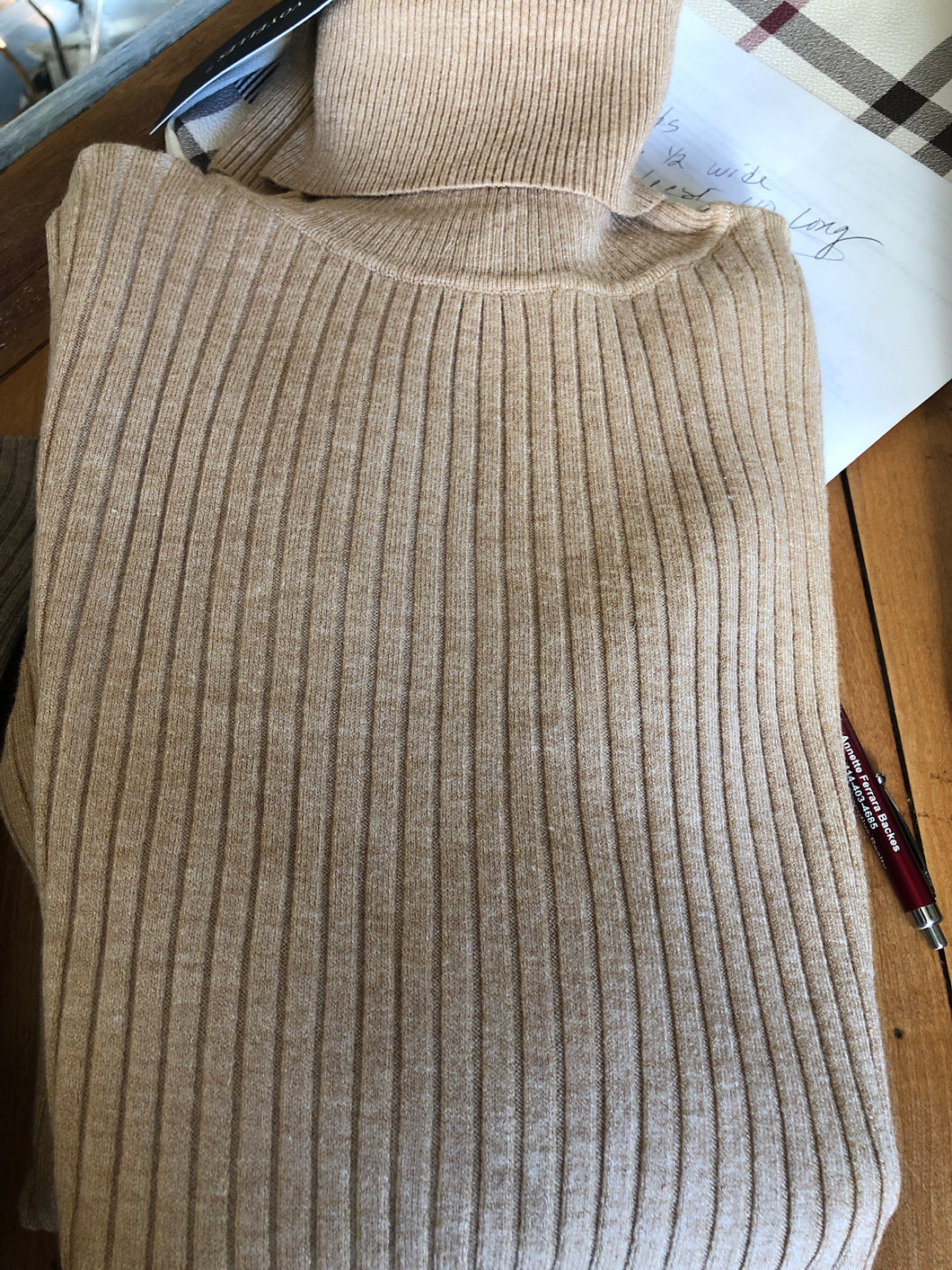 Thin ribbed turtleneck camel
