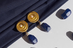 Earrings made of lapis lazuli, freshwater pearls, gold plated silver round disc