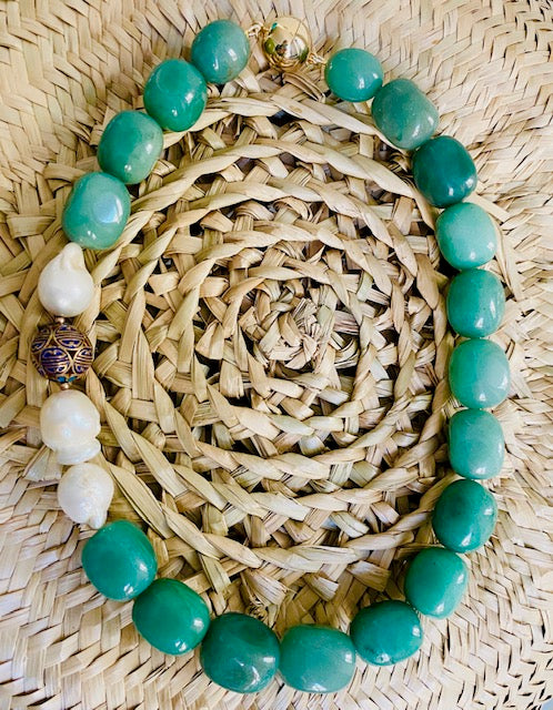 Get closer to the nature with this remarkable neklace made of green jade, baroque pearls, Chinese enamel detail and magnetic clasp both from gold plated sterling silver