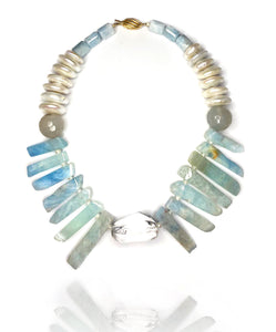 Not only that it is a perfect piece to pack for your summer holiday, but this playful mix of aquamarine chunks, round and rondelle beads, crystal quartz and shell pearls promises to send you on a sunny bay even when it is a rainy day. Gold plated silver clasp.