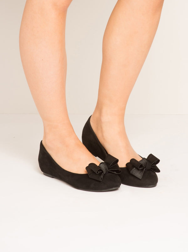Suede Effect Bow Pumps in Black
