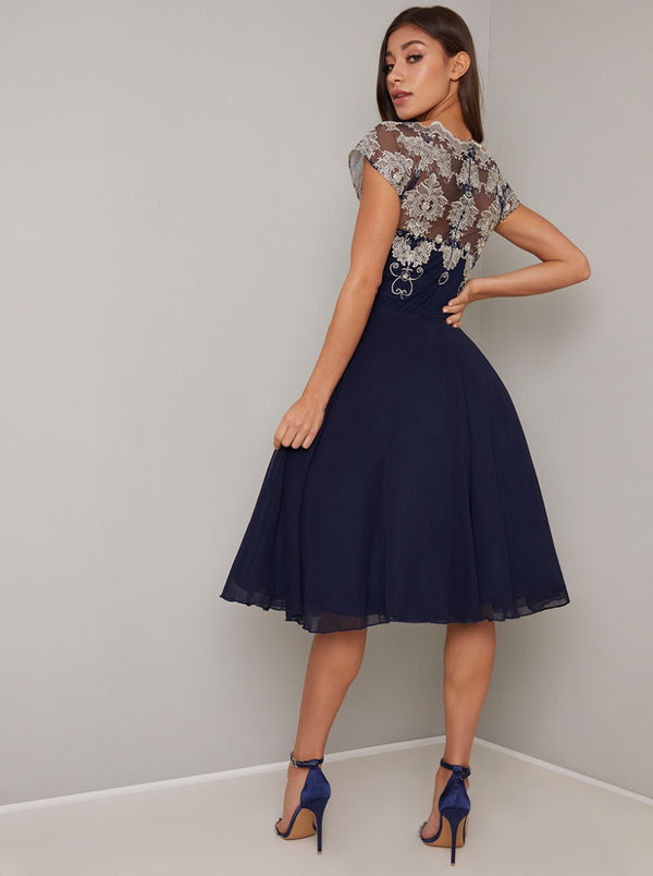 Cap Sleeved Lace Bodice Chiffon Midi Dress in Blue