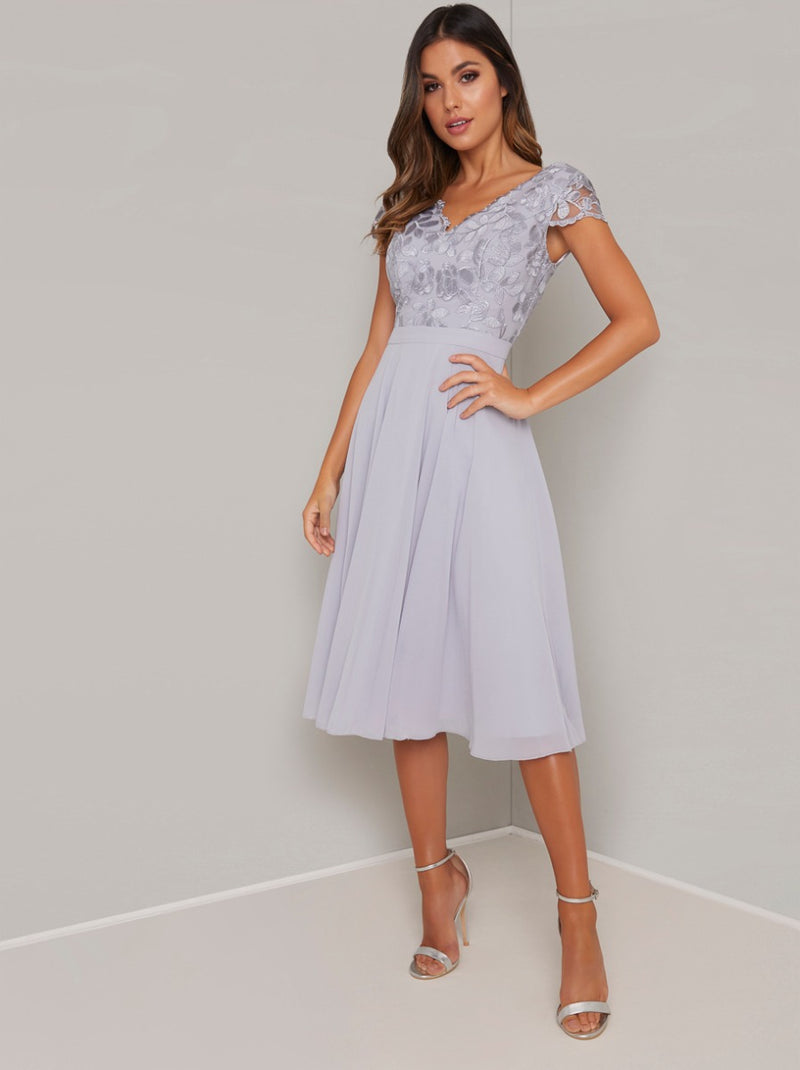 Embroidered Cap Sleeved Chiffon Midi Dress in Blue