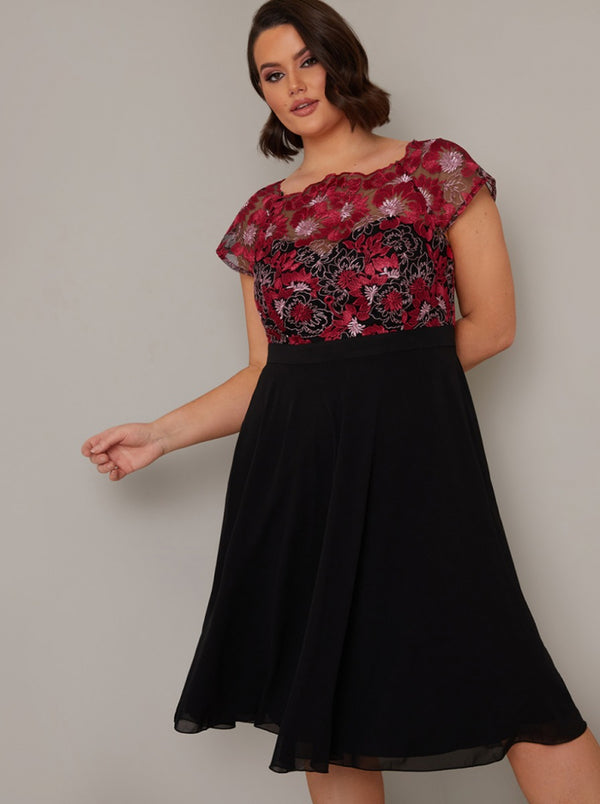 Plus Size Cap Sleeve Lace Bodice Midi Dress in Black