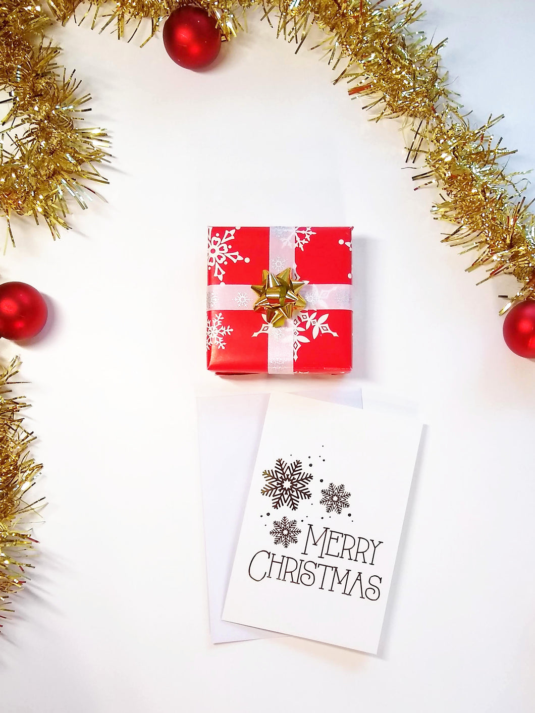 Gift Wrapping (includes a blank Christmas card)