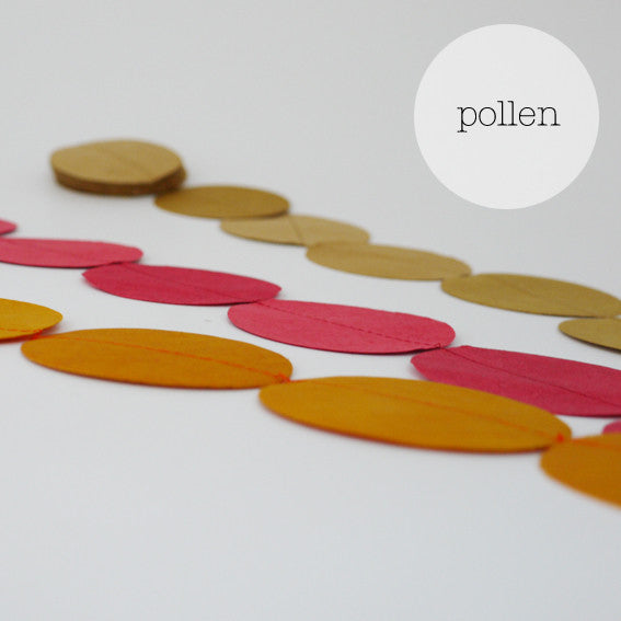 Garlands trio round pollen