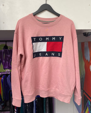 Laad het beeld in de Gallery viewer, Vintage Tommy Hilfiger Pink Sweatshirt Small