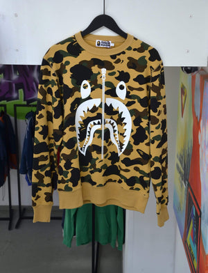 Laad het beeld in de Gallery viewer, Bape Sweatshirts BAPE 1st Camo Shark Crewneck Yellow