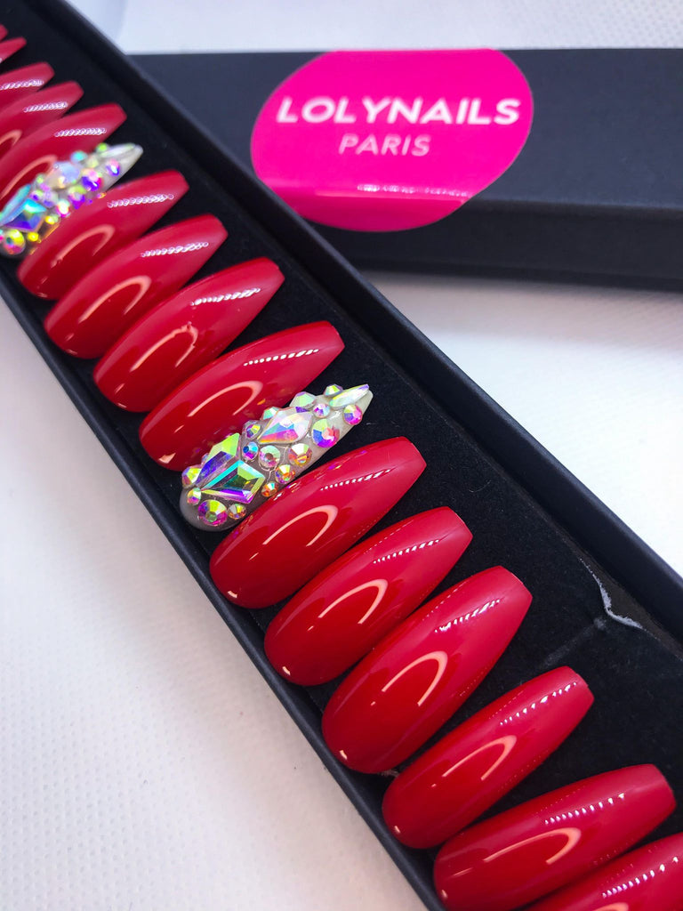 faux ongles rouge et strass