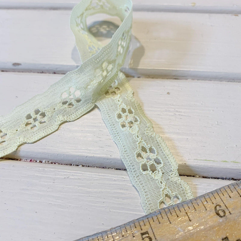 "Flower Lace Trim - 3/4"" - Yellow - Remnant - 2.08 yards"