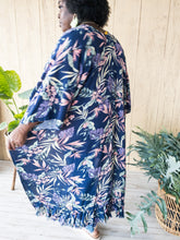 Load image into Gallery viewer, Plus Ashton Floral Print Kimonos