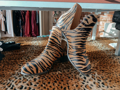 Pronto Tiger Booties by Matisse