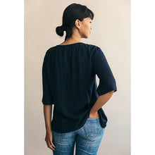 Laden Sie das Bild in den Galerie-Viewer, Umstands- und Stillshirt Breeze Blouse in midnight blue von boob