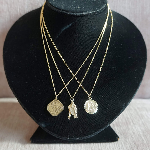 VINTAGE 9K GOLD 60'S LOCKET NECKLACE