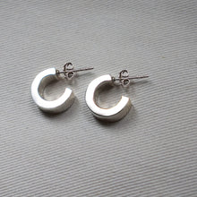 Load image into Gallery viewer, PAWNSHOP STERLING SILVER CHUNKY HOOP EARRINGS