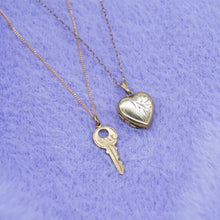 Load image into Gallery viewer, VINTAGE 9K GOLD KEY CHARM NECKLACE