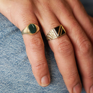VINTAGE 9K GOLD ONYX STRIPED SIGNET RING