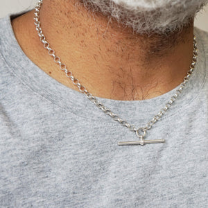 Close up Vintage T-Bar Belcher Chain Necklace, on modell. Model's white beard an grey T-Shirt can be seen.