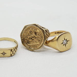 VINTAGE 9K GOLD ST. GEORGE SOVEREIGN STYLE RING
