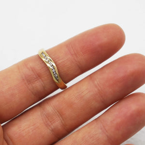 VINTAGE 9K GOLD DIAMOND CURVED RING