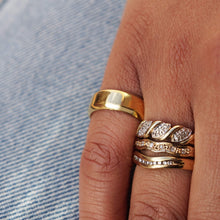 Load image into Gallery viewer, VINTAGE 9K GOLD DIAMOND CURVED RING