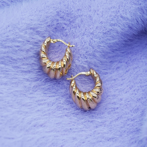 VINTAGE 9K GOLD RIBBED HOLLOW HOOP EARRINGS