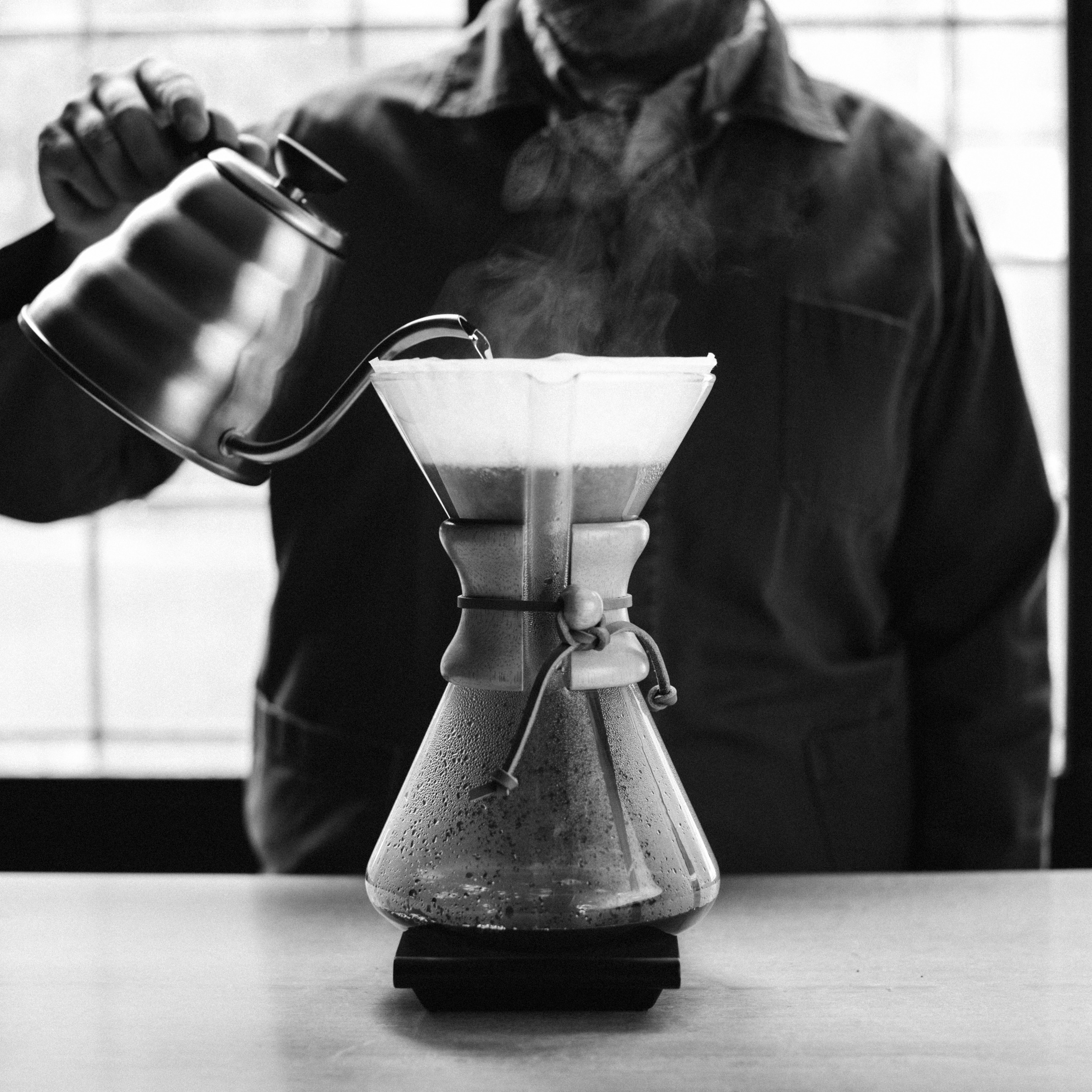 Making a coffee with a Chemex