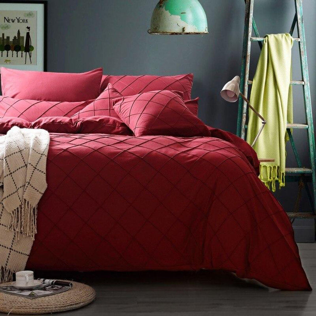 pinch-pleated-duvet-set-8-pieces-red_01