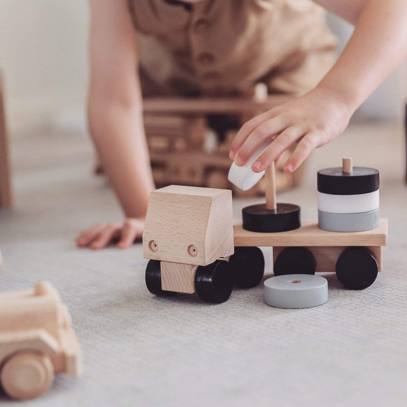 Arlo - Wooden Stacking Truck Miva Vacov