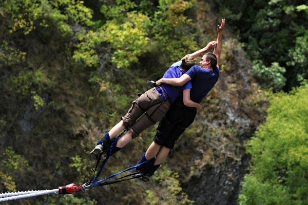 20 Quarantine Date Ideas for Couples Outside Bungee Jumping