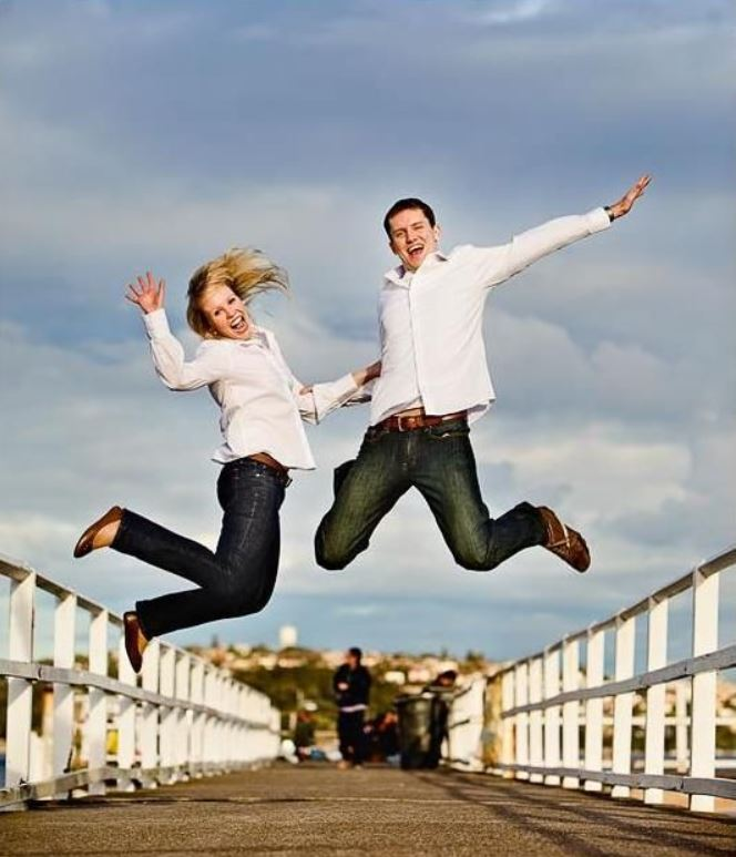 couples-fun-photography-poses-jumping