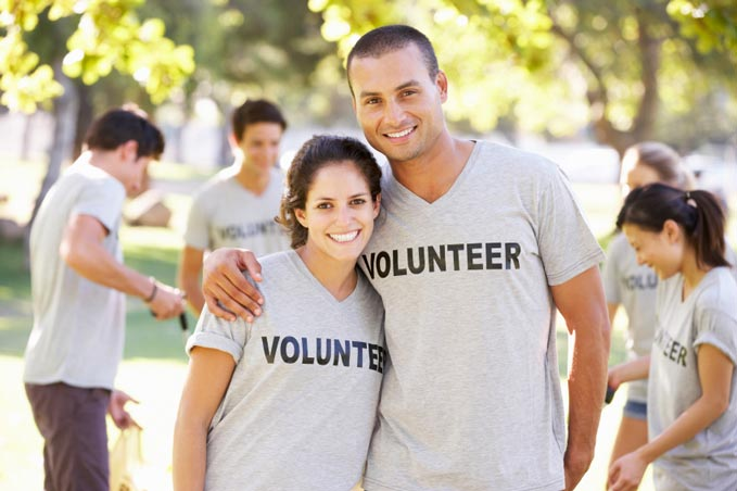 20 Quarantine Date Ideas for Couples Outside Volunteer together