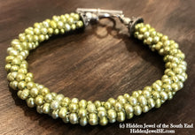Load image into Gallery viewer, Bright green freshwater pearl crocheted bracelet