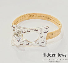 Load image into Gallery viewer, Light brown Cork flat bangle, Bracelet stainless steal hammered clasp sz7