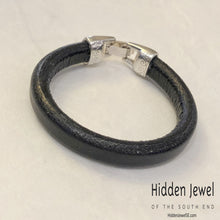 Load image into Gallery viewer, Unisex black  Leather bangle Bracelet with clip safety clasp , size 6.5