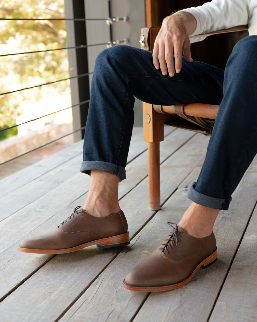 Nisolo Mens Calano Oxford Brown Lifestyle Image