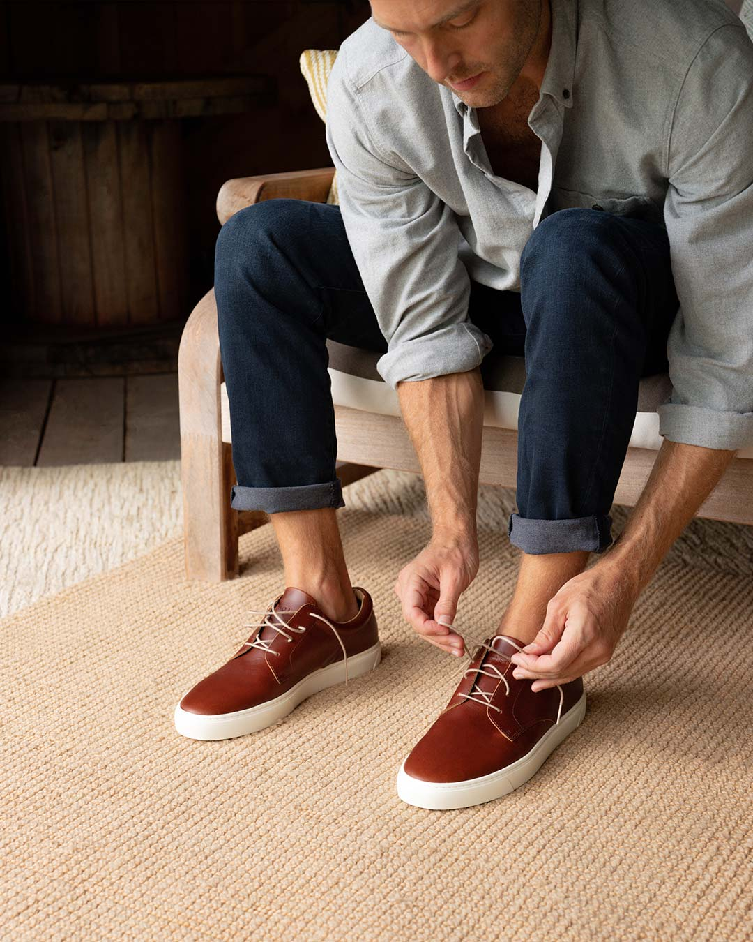 Nisolo Men's Diego Low Top Sneaker Brandy Lifestyle Image