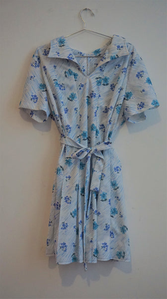 White 70's tea dress with blue floral pattern