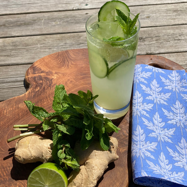 Cucumber and Ginger Mojito cocktail with Papaya linen